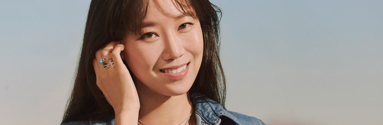 Kong Hyo Jin wearing Possession rose gold diamond bangle bracelets
