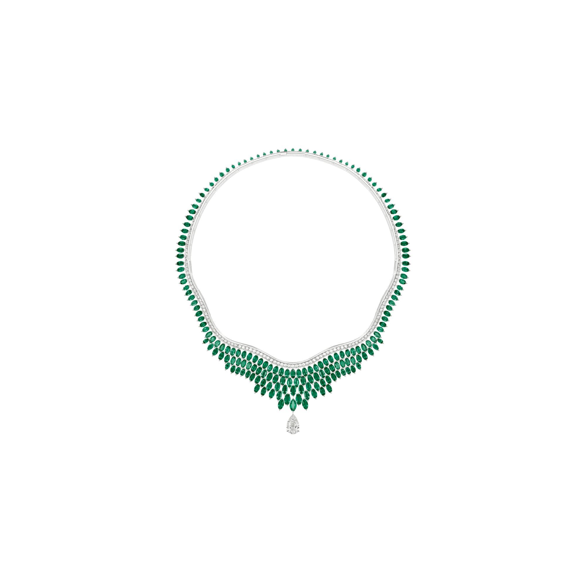 에메랄드 장식의 하이 주얼리 다이아몬드 네크리스