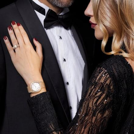 Reloj de lujo y anillo de oro rosa con diamantes