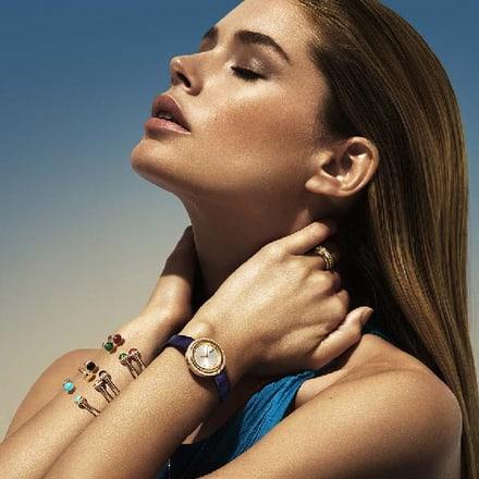 دوتزن كرويس ترتدي ساعة فاخرة وأساور ذهبية من بياجيه بوسيشن