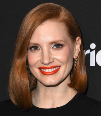 Jessica Chastain wears Piaget Rose earrings in rose gold with diamonds