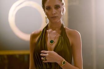 女士玫瑰金項鏈和高級腕錶