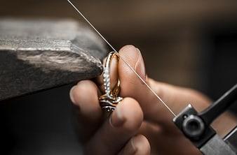 ajuste de la talla de un anillo de lujo Piaget