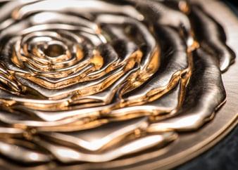 Ювелирное искусство в золотых украшениях Piaget Rose