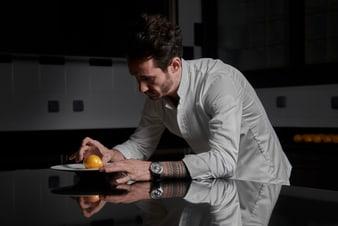 Cédric Grolet mit einer ultraflachen Altiplano Uhr aus Weißgold