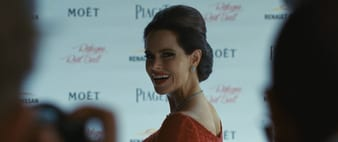 Emily Hampshire in Piaget Rose High Jewelry Ohrringen