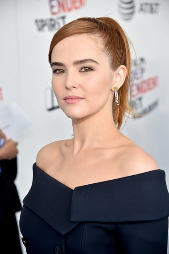 Zoey Deutch wears Piaget yellow diamond earrings at the Spirit Awards