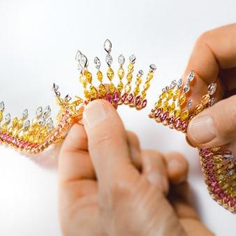 Collar de diamantes y piedras preciosas
