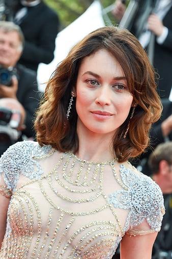 2017年カンヌ国際映画祭でピアジェのイヤリングを身に着けたオルガ・キュリレンコ