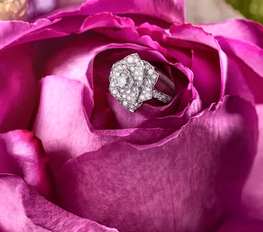 Mother's day jewellery gift: white gold diamond ring